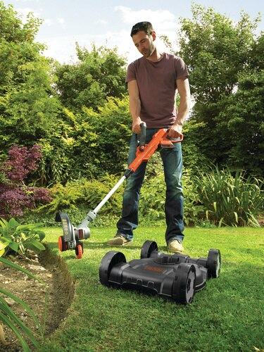 Black and Decker - 28cm 18V Lithiumion 3IN1 Strimmer - STC1820CM